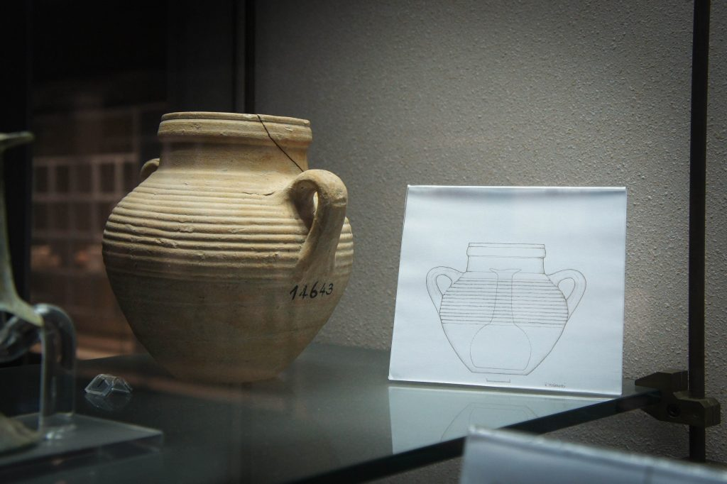 Syracuse archaeological museum: Roman version of a jägerbomb.