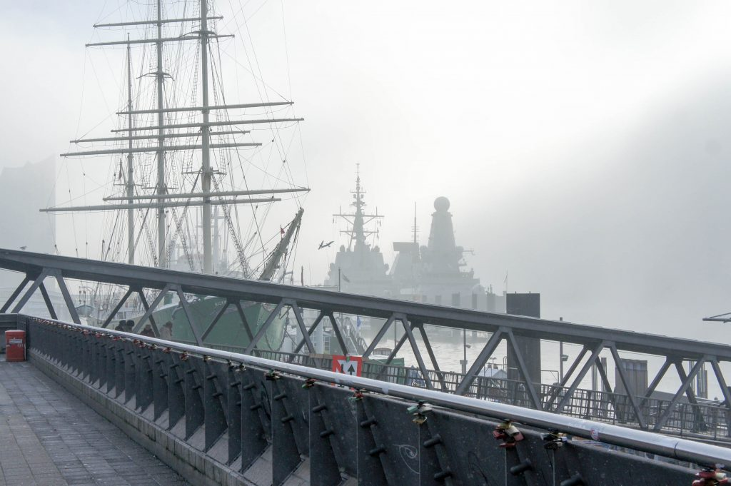 Misty, wintery, Hamburg harbour.